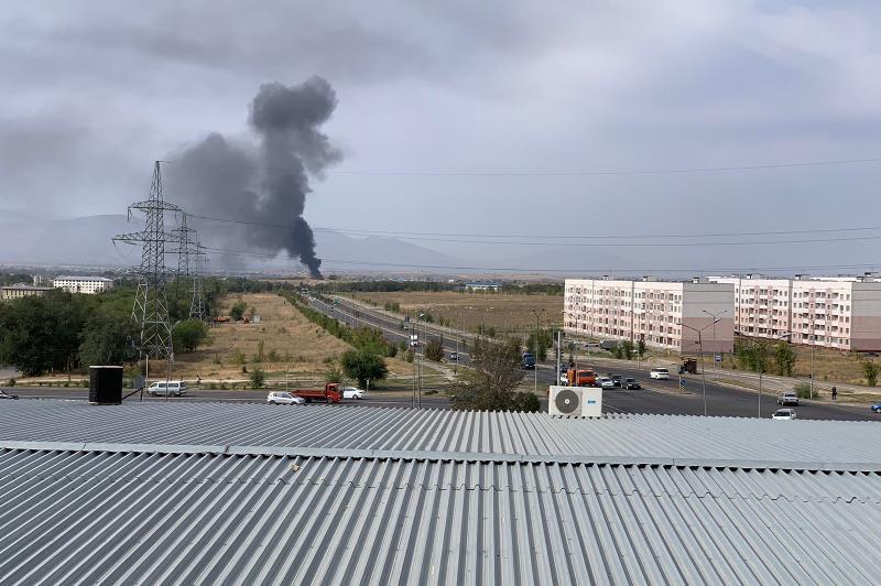 Густой дым от пожара встревожил жителей Алматы