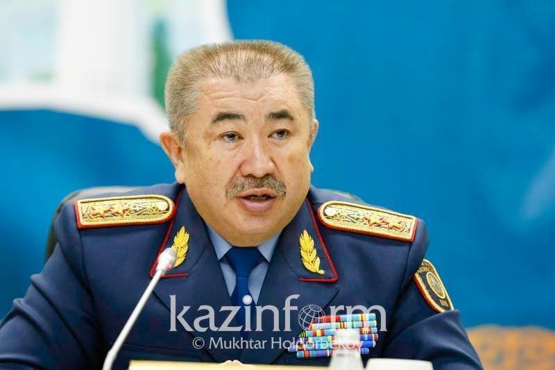 Глава МВД РК помог казахстанке с оформлением документов снохи в США