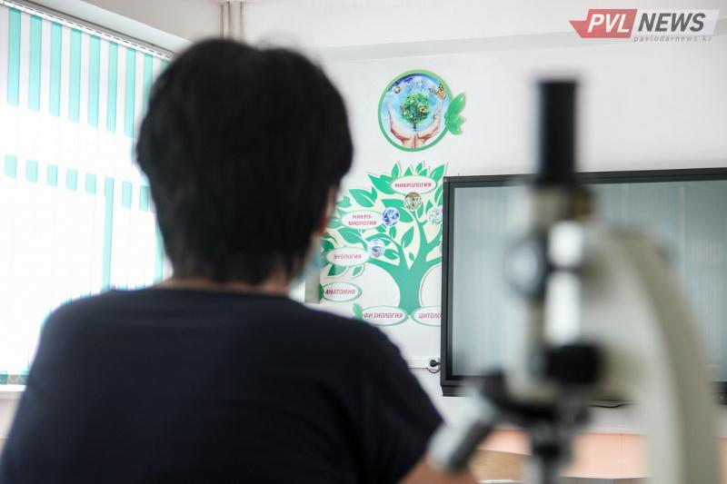 Доведшая ученицу до слез директор школы получила выговор в Павлодаре