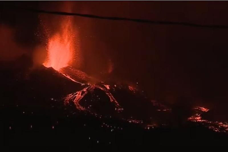 Остров Пальма накрыло лавой: тысячи людей эвакуируют
