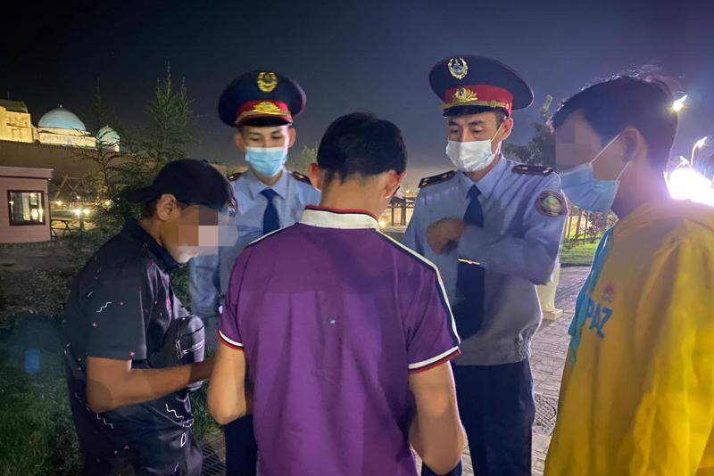 Более 30 подростков выявили ночью на улице в Туркестанской области