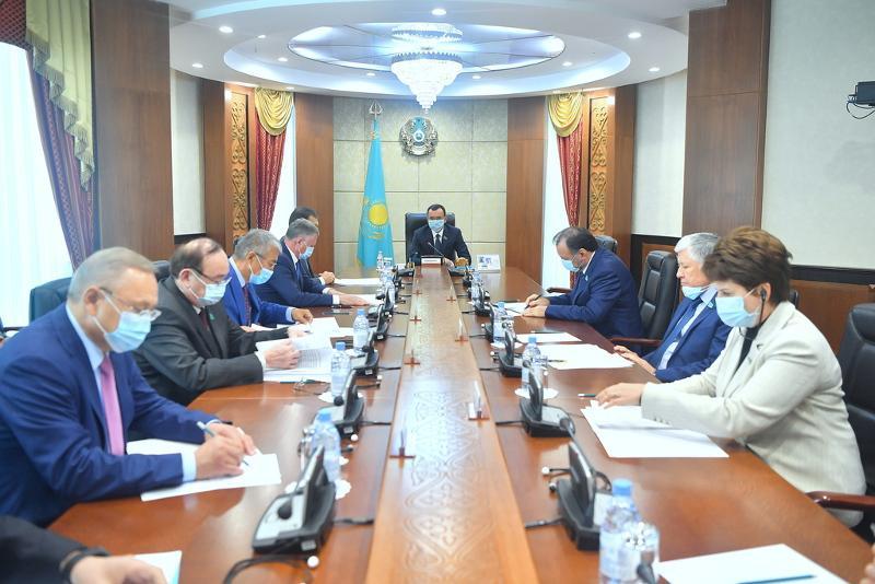 Маулен Ашимбаев: Сенаторы инициируют 16 законопроектов