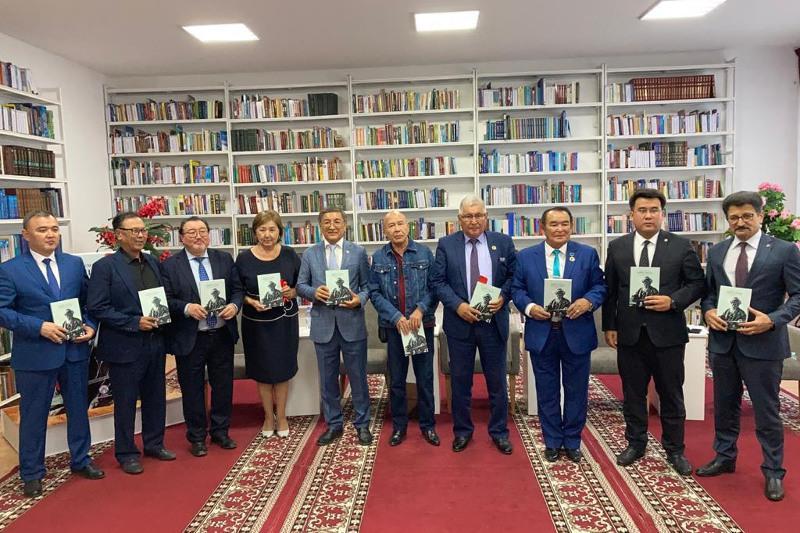 Жамбыл өлеңдері түрік тілінде кітап болып шықты