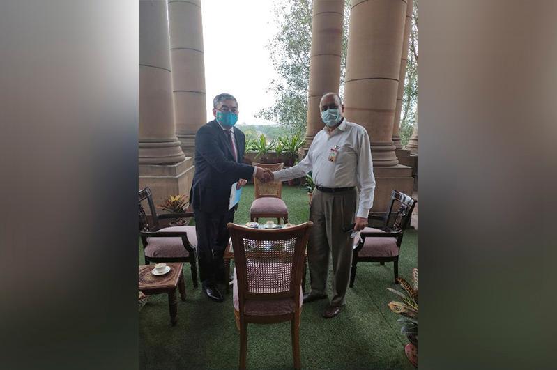 Посол Казахстана встретился с первым заместителем министра обороны Индии