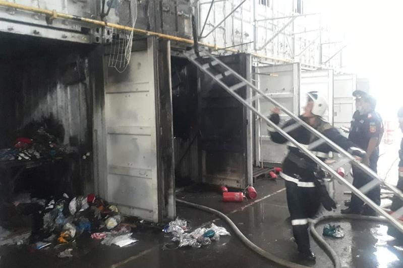Контейнеры горели на барахолке в Алматы