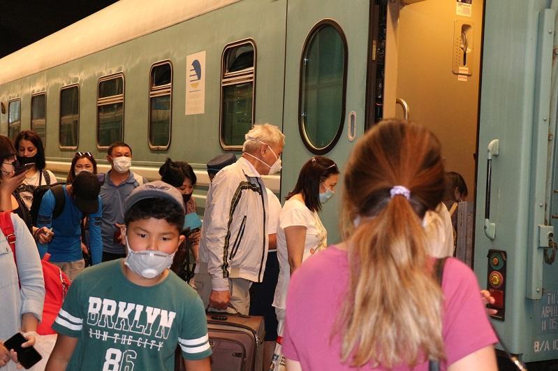 71-летний пассажир поезда перепутал станции и сошел в Таразе вместо Шымкента