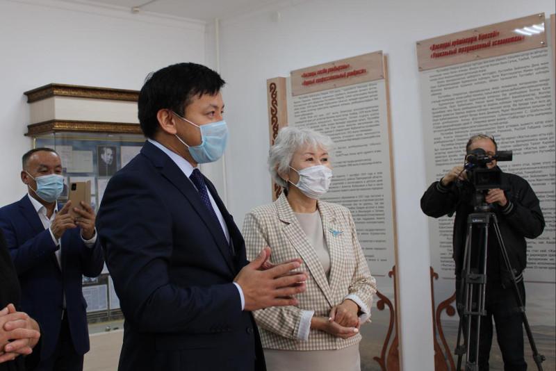В честь народного артиста Рустембека Омарова в павлодарском музколледже открыли кабинет