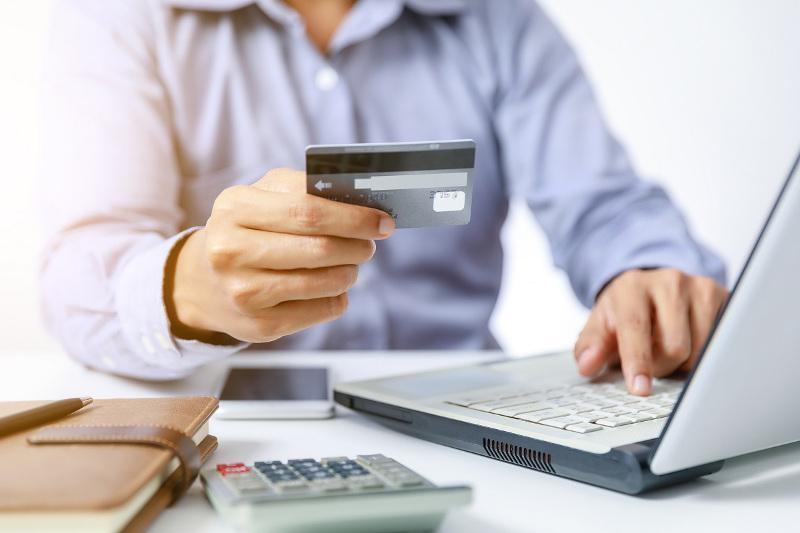25 кредитов оформил аферист на жительницу Темиртау