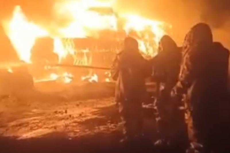 В Караганде вспыхнул пожар на заводе по переработке вторсырья
