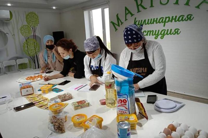 Бесплатный мастер-класс по выпечке провели для многодетных женщин в Караганде