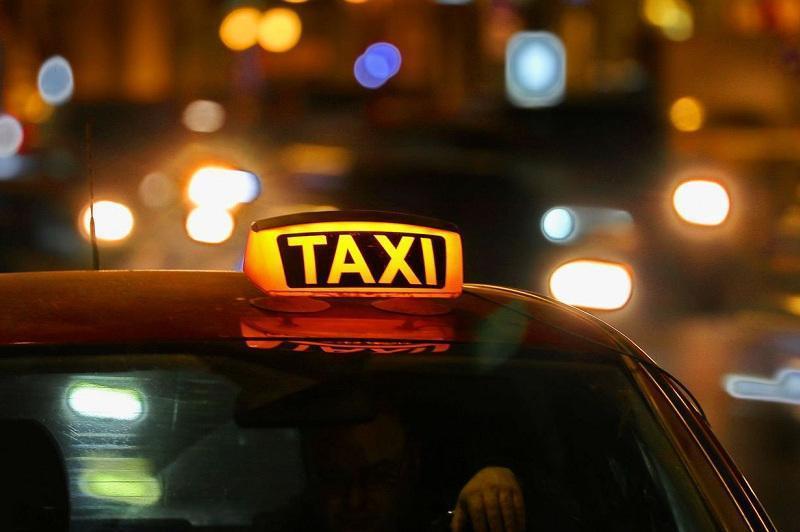 Озарбайжонда такси ҳайдовчиларидан COVID-паспорти талаб қилинмоқда