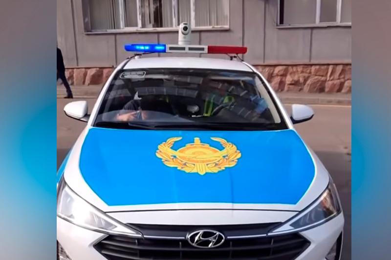 Камеру «Сергек» установили на крыше полицейской машины в Алматы