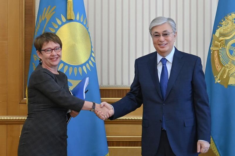 托卡耶夫总统会见欧洲复兴开发银行行长