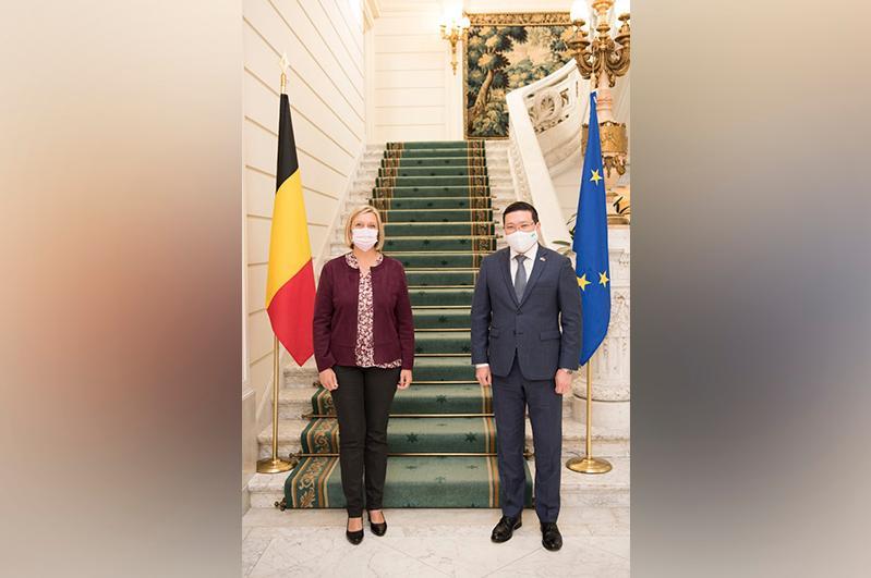 Посол Казахстана провел встречу со спикером Парламента Бельгии