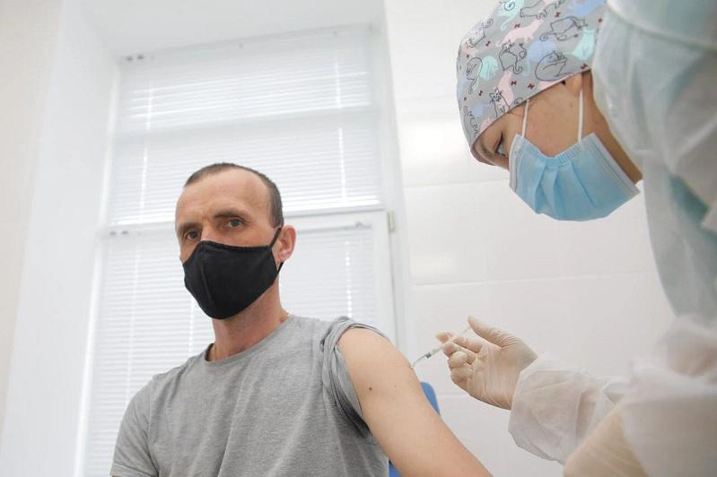 Атырау мұнай өңдеу зауыты қызметкерлерінің 90 пайызы вакцина салдырды