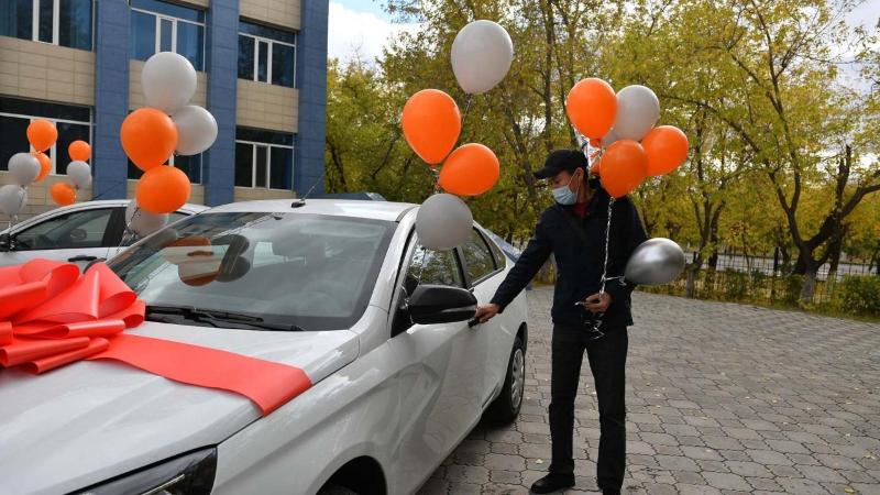 Среди вакцинированных шахтеров и металлургов разыграли два автомобиля в Карагандинской области