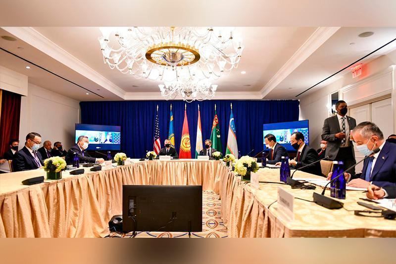 穆赫塔尔·特列吾别尔德出席«C5+1»部长级会议