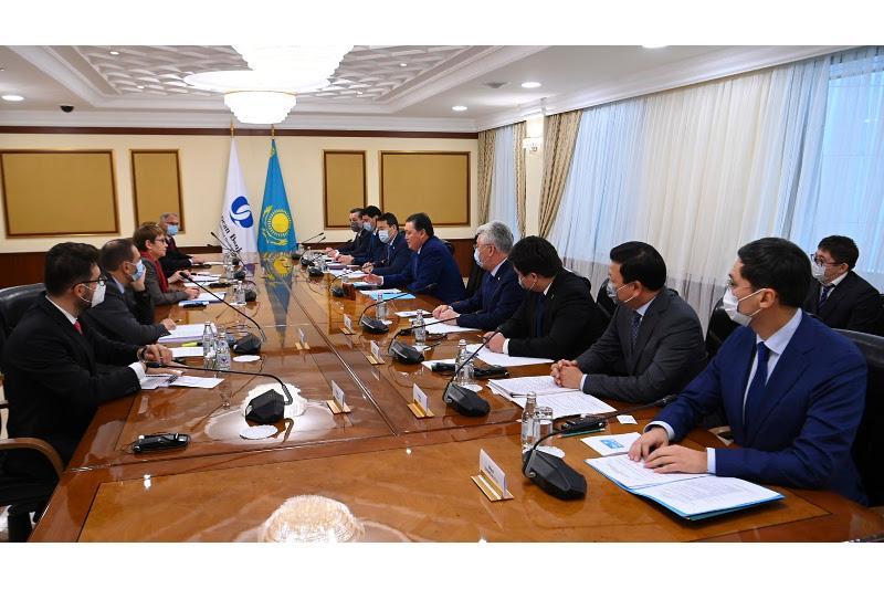 Аскар Мамин обсудил с президентом ЕБРР реализацию совместных проектов