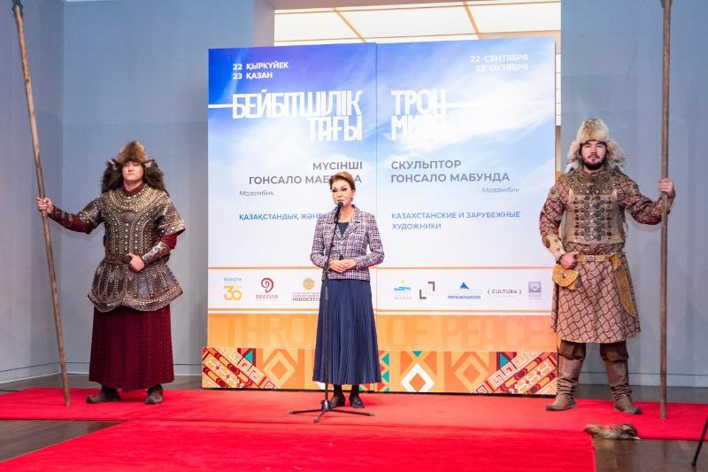 ДаригаНазарбаева передала Нацмузеюуникальный экспонат