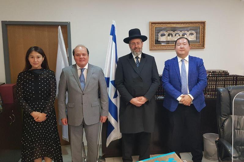 哈萨克斯坦驻以大使会见以色列首席大拉比