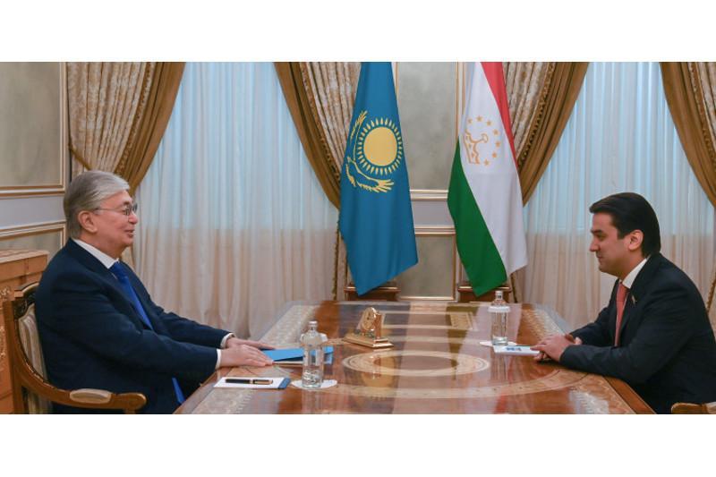 总统会见塔吉克斯坦议会上院议长