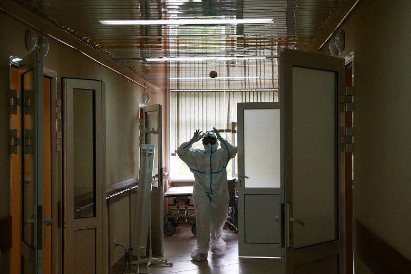 828 смертей из-за коронавируса за сутки зафиксировано в России