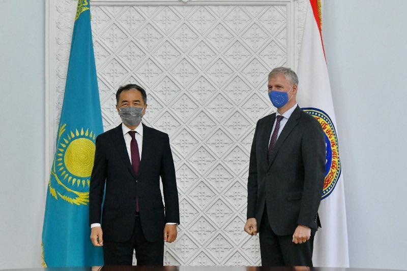 阿拉木图市长会见欧盟驻哈代表
