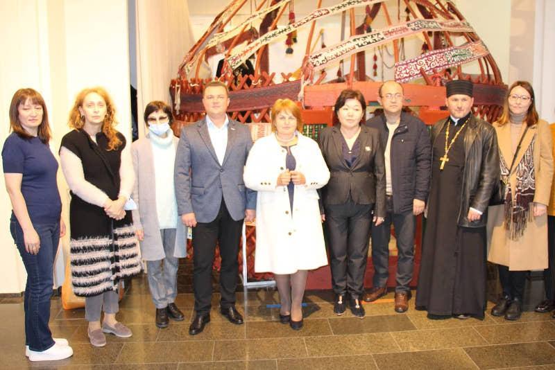 Делегация из Мангистауской области привезла экспонаты для Музея Шевченковского нацзаповедника