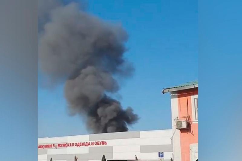 Пожар в районе барахолки сняли на видео в Алматы