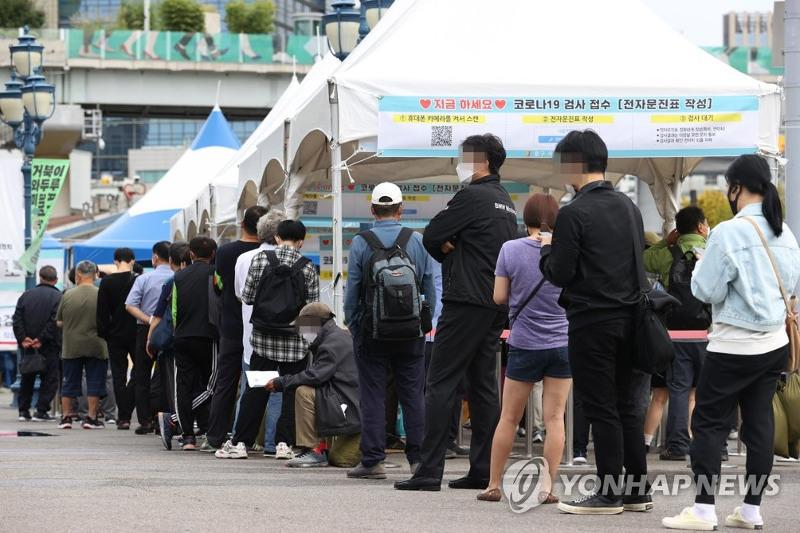 Daily virus cases in Seoul exceed 1,000 for first time