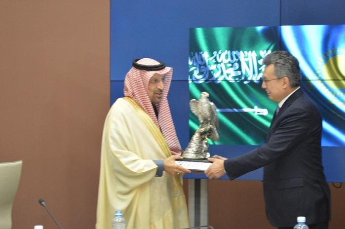 哈萨克斯坦有意加强同沙特之间的经贸合作