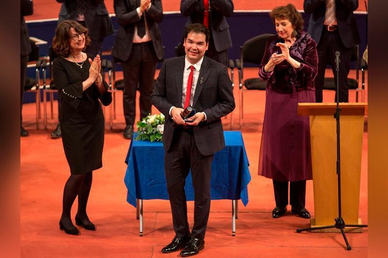 哈萨克斯坦青年钢琴家获得利兹国际钢琴比赛冠军