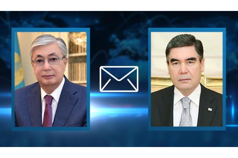 托卡耶夫总统向土库曼斯坦总统致贺电