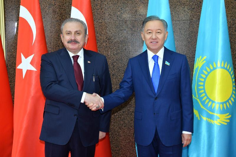 В Мажилисе состоялась встреча Нурлана Нигматулина со спикером Парламента Турции Мустафой Шентопом