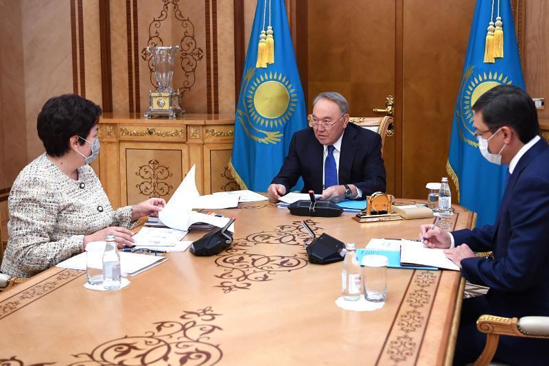 首任总统接见纳扎尔巴耶夫精英学校理事会主席