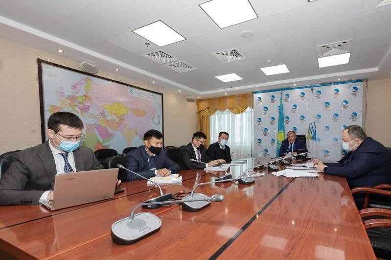 Shekarada turyp qalǵan poıyzdar: «Qazaqstan temir joly» eksporttaýshylarmen kezdesti