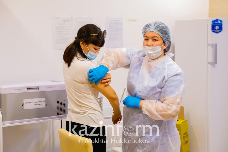 Алматыда бір тәулікте 7,4 мың адам вакцина алды
