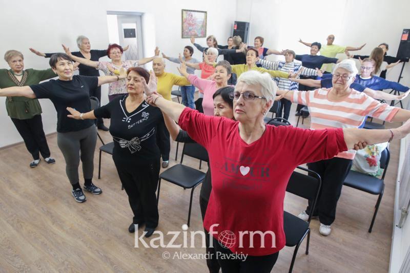 Казахстанцев старше 65 лет обучают навыкам ведения Instagram и Facebook