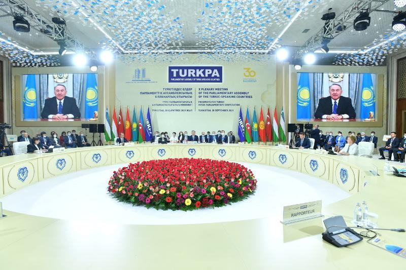 首任总统向突厥语国家议会大会第十届参会者致以祝贺