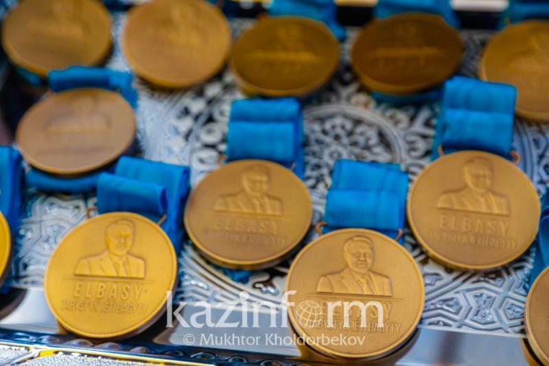 El Úmiti: Almatyda 200-den astam oqýshy Elbasy medaline ıe boldy