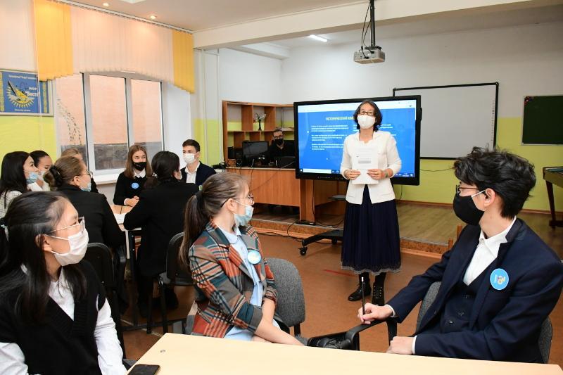 В учебных заведениях Акмолинской области прошли открытые уроки, посвященные достижениям Независимости