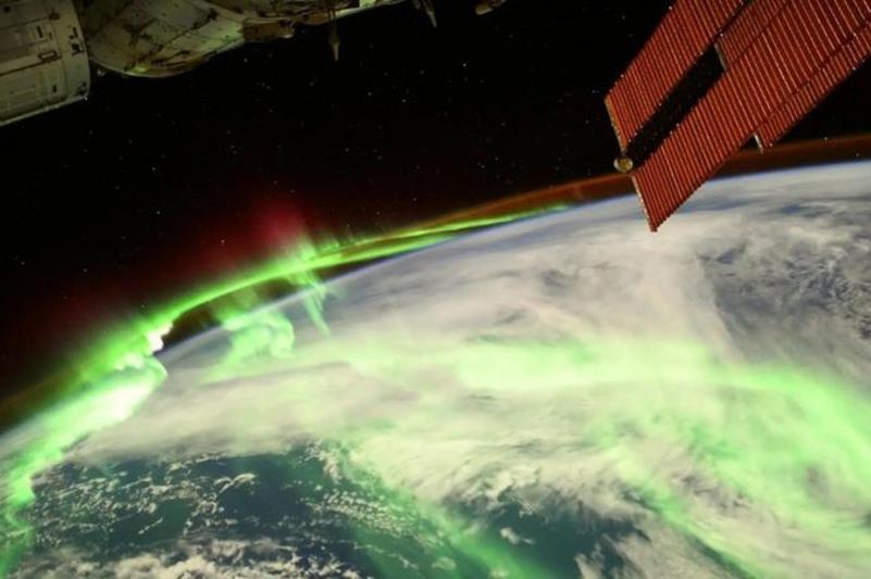 Французский астронавт сфотографировал полярное сияние с МКС