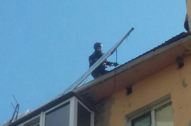 Балконнан кірді: Степногорскіде пәтерде қамалып қалған балалар құтқарылды