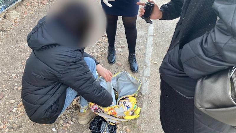 Школьница задержана за закладкой лекарств-наркотиков в Акмолинской области