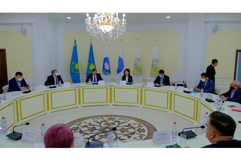 Аида Балаева встретилась с представителями интеллигенции и членами Общественного совета ЗКО