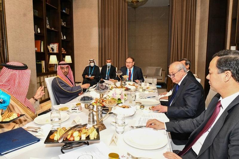 中亚国家外长同海湾国家合作委员会秘书长举行会晤