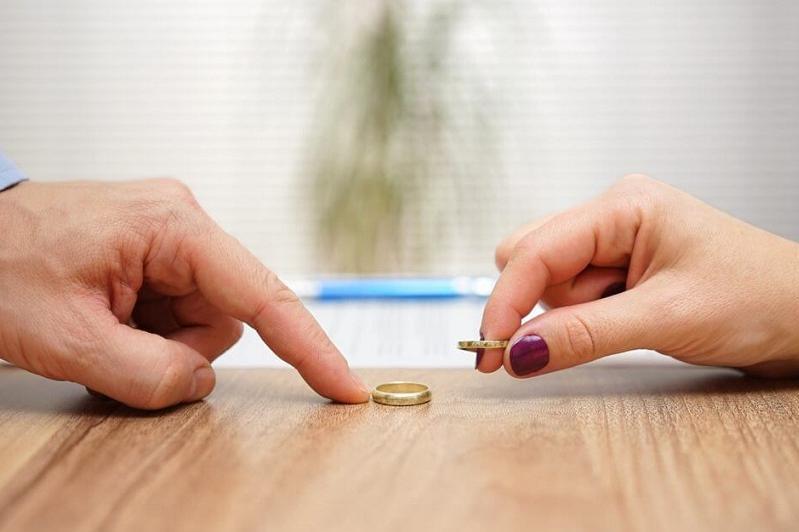 Высокий уровень разводов в Казахстане отметил мажилисмен