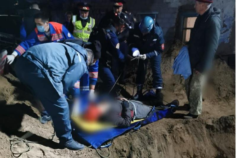Одиннадцатилетний мальчик провалился в яму в Павлодаре
