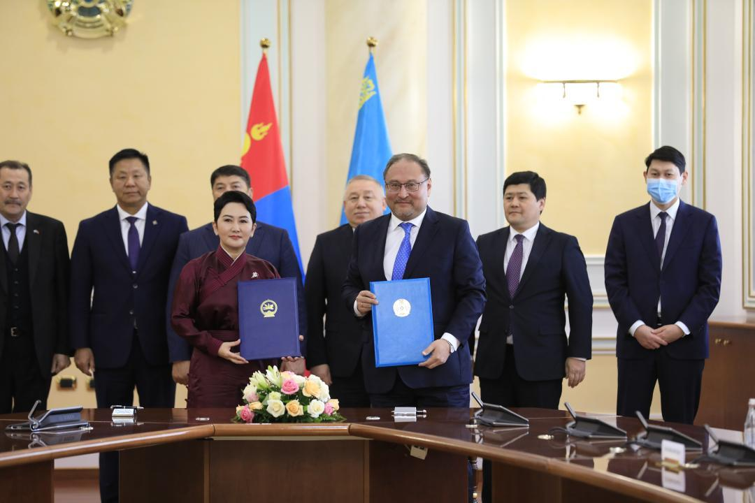 蒙古国外长对哈萨克斯坦进行首次访问