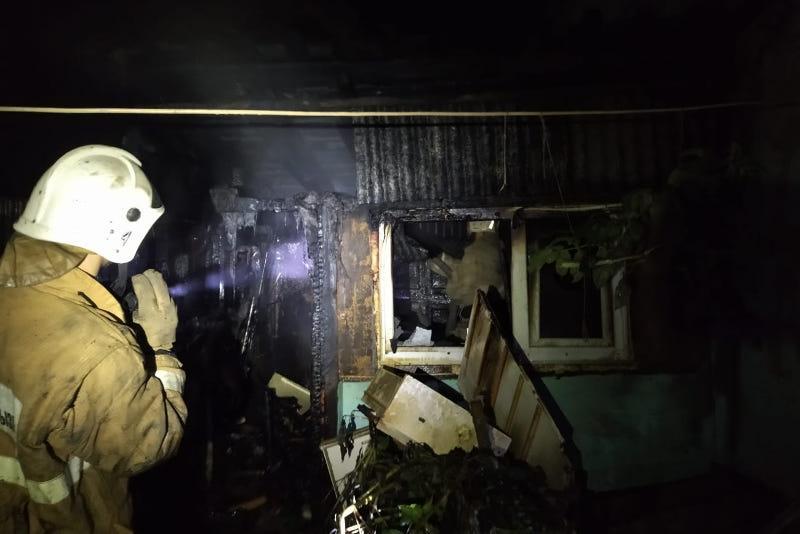 Десять человек спасли на пожаре в Караганде